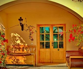 Boutique Hotel Residencia Fundador Eingang mit Holztür